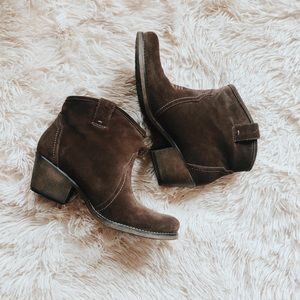 🤠 Clarks Cowboy Ankle Booties 🤠